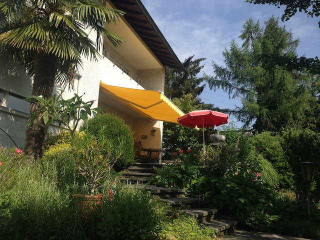 Room with private bathroom and nice garden - Adliswil