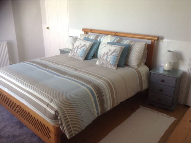 KingSize Bedroom near Beach & Town - Northam - Hus