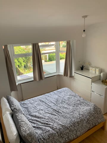 Spacious Double Room in Perivale, West London