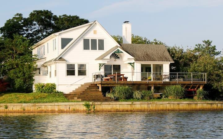 Luxury Oasis on Deal Lake - Hot Tub