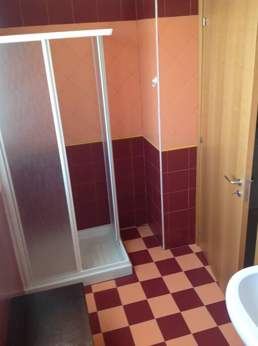 1° piano - doccia secondo bagno