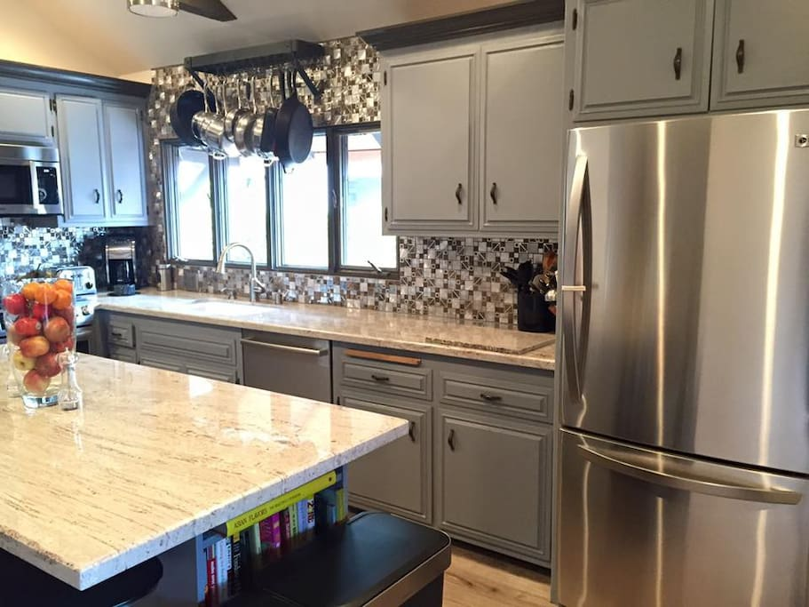 Stainless steal & granite. All Bosch appliances.