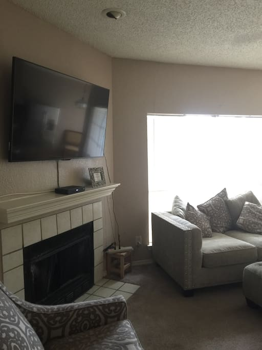 Pool, kitchen, washer /dryer , TV with Netflix, located within minutes to DFW airport.