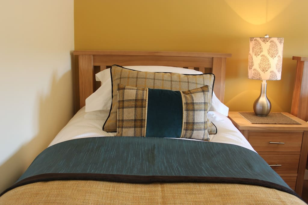 Twin room with luxury bedding and the softest pillows