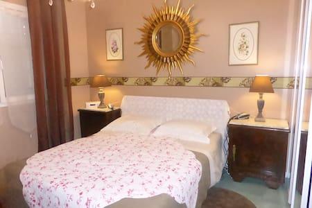 La Meynardie chambre SOLEIL - Carcassonne