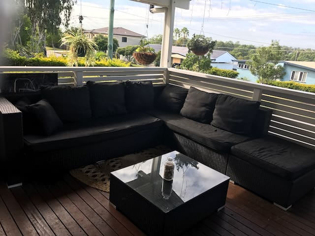 Beautiful home with great views in central locatio - Geebung
