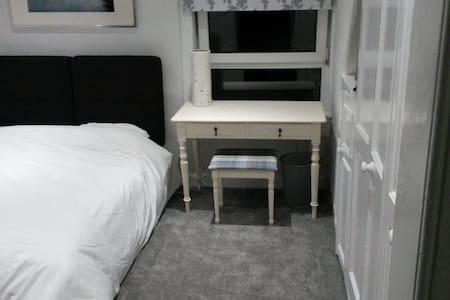 Lovely Double Room - Edimburgo - Appartamento