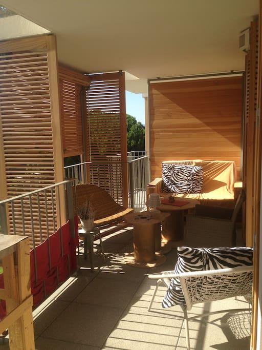 grande terrasse avec salon extérieur