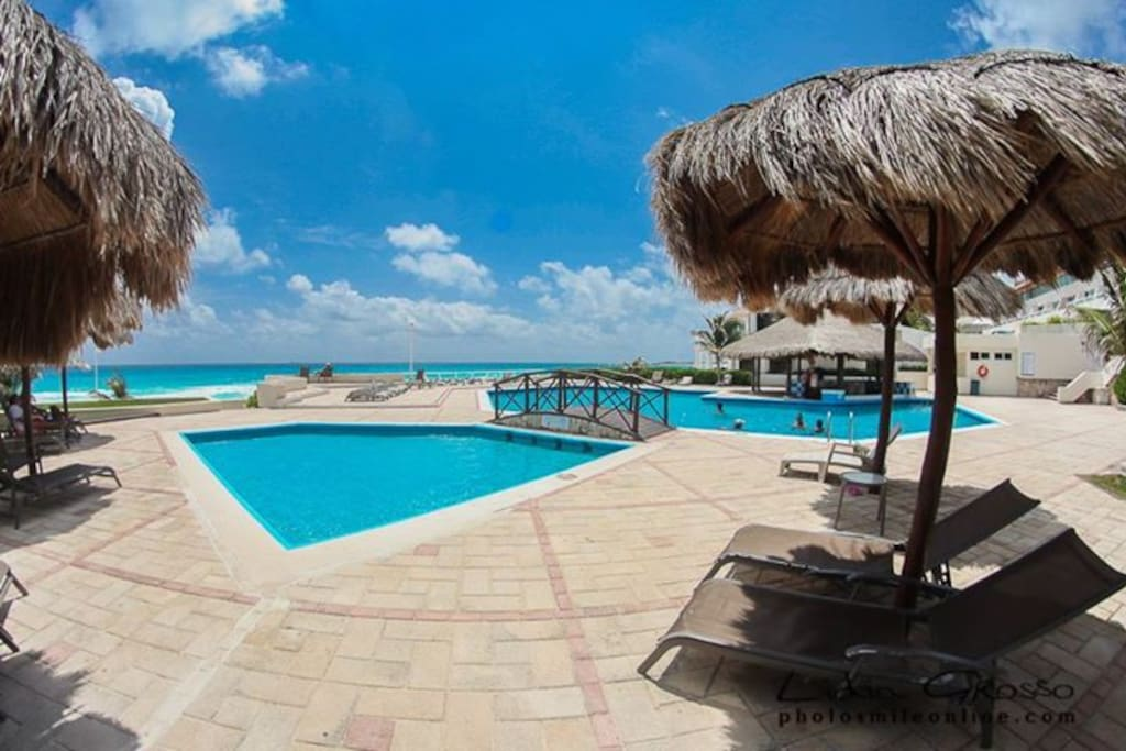 Beachfront villa villas for rent in canc n quintana roo for Villas quintana roo