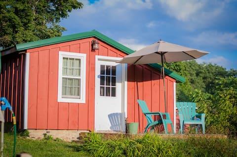 Common Ground Retreat Farm & Retreat- Pond Cottage