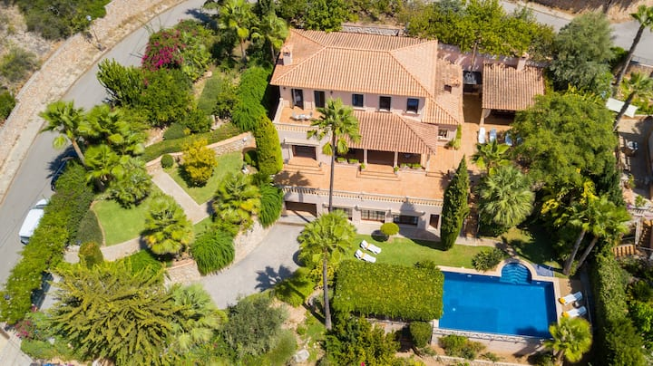 Spectacular villa with pool and garden in Bunyola