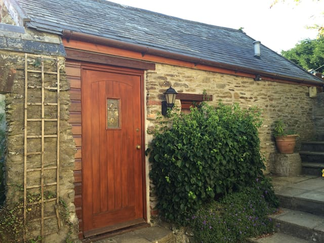 Cosy Rural Self Contained Retreat - Goodleigh