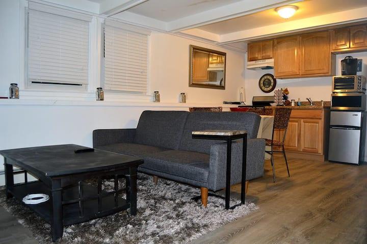 Cozy 2 Bedroom In Convenient Central Location