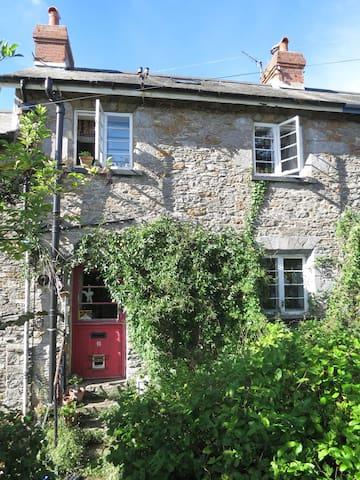 Victorian cottage in funky Totnes - Totnes - Dom