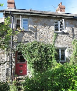 Victorian cottage in funky Totnes - Totnes - House