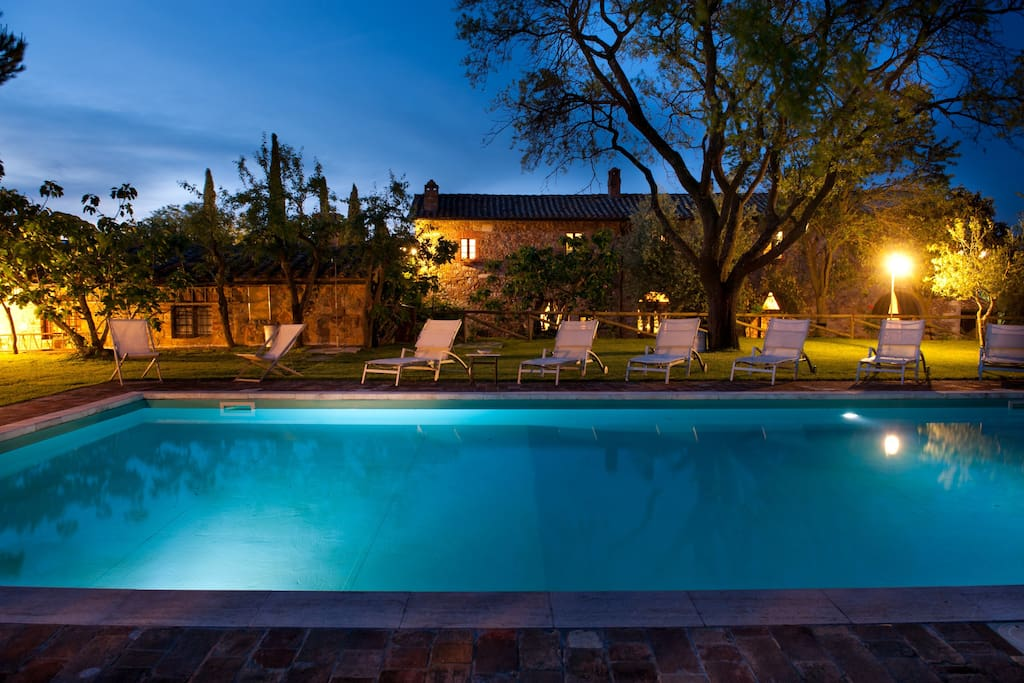 Piscina di notte/Swimming pool by night