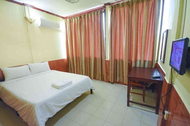 Intouch Guest house -Near Riverfront& Night Market