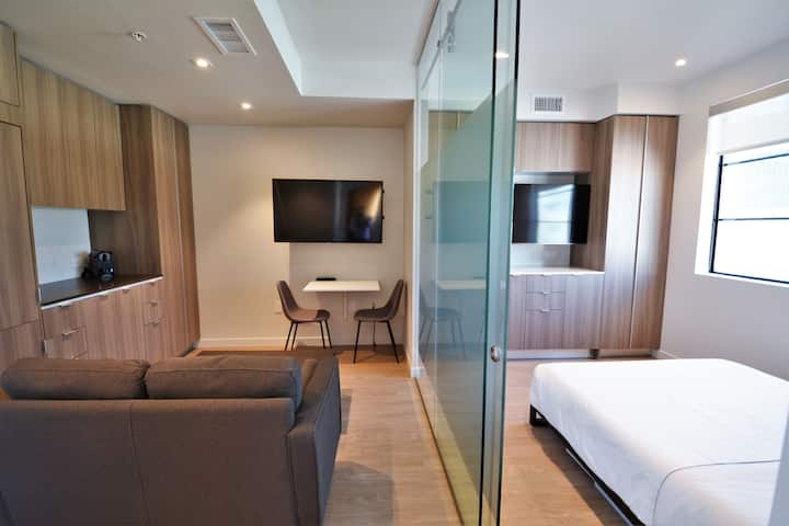 New Modern Penthouse in The Heart Of Brentwood by MySuite May8D