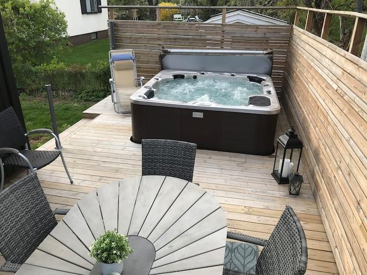 Rymlig villa med utespa/ Villa with outdoorspa