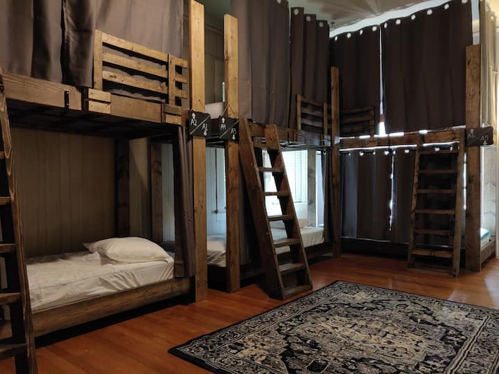 Mixed/Co-Ed Upgraded Dorm, Bed #A2 (Top Bunk)