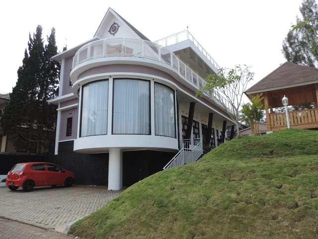 5 BR Villa Lembang 63 - Mountainious Views