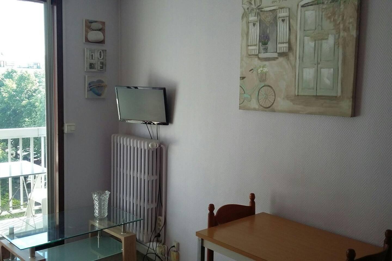 Tv murale.  radiateur vannes individuelles