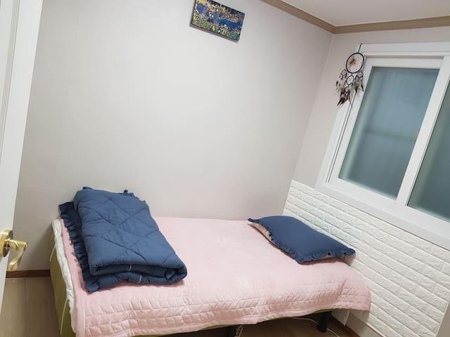 Privit room.
