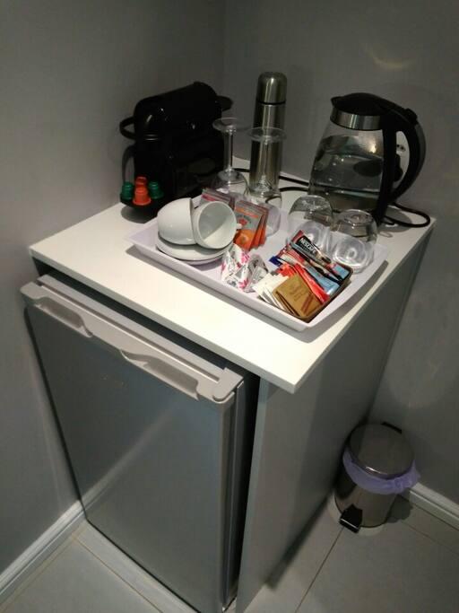 Coffee and tea facilities, bar fridge