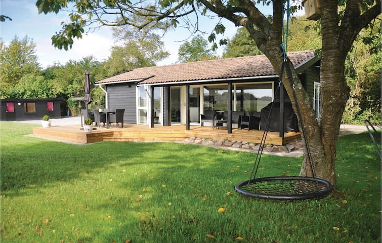 Holiday cottage with 3 bedrooms on 67m² in Bogense