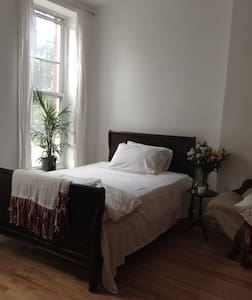 Spacious One Bedroom (Large Room) - Brooklyn - House