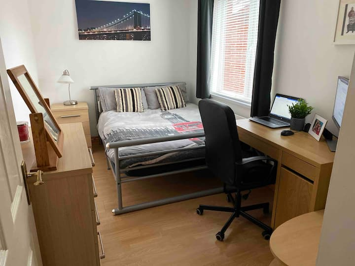 Affordable 5* room close to the city centre