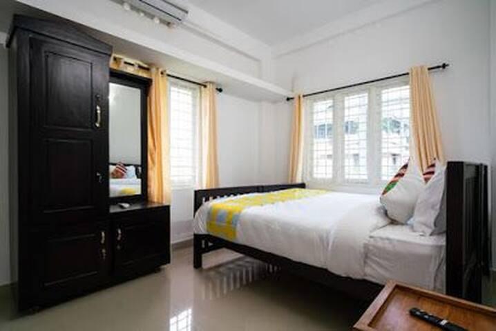AYSHA RESIDENCY EDAPALLY PRIVATE BEDROOM NO 2