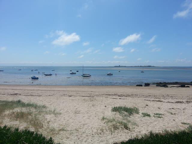 Maison de pêcheur à 50 m de la plage par chemin !
