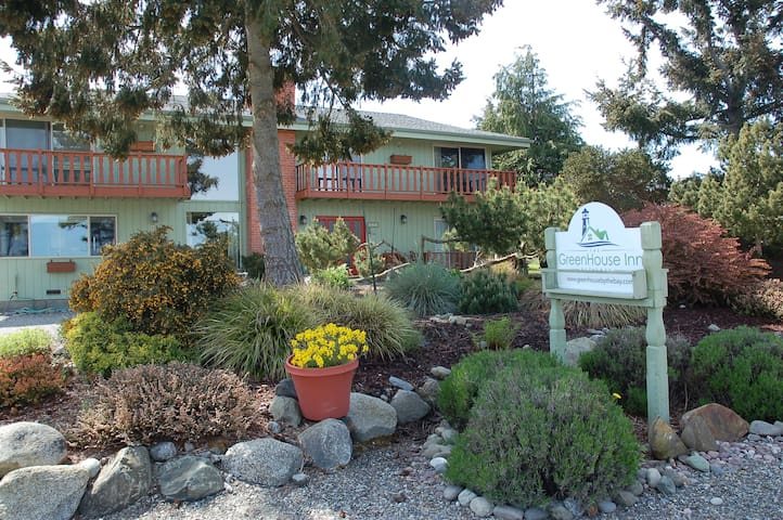 GreenHouse Inn by the Bay - Sequim - Bed & Breakfast