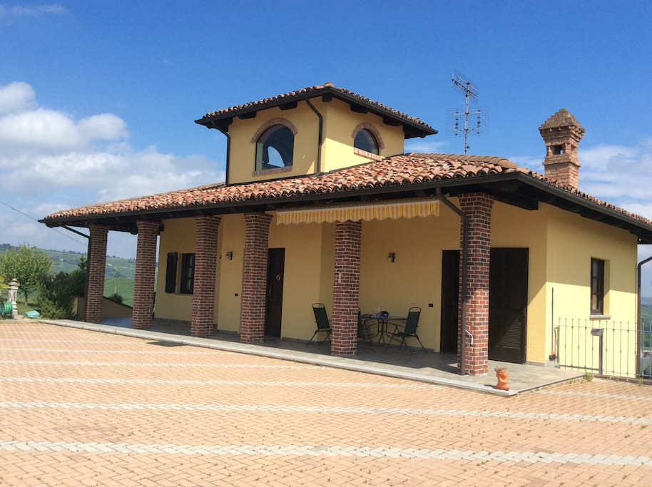 A beautiful house on a hilltop with a 360 view houses for House 360 view