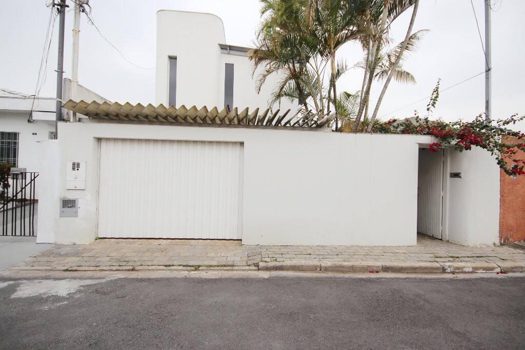 Fachada da casa em rua sem saída
