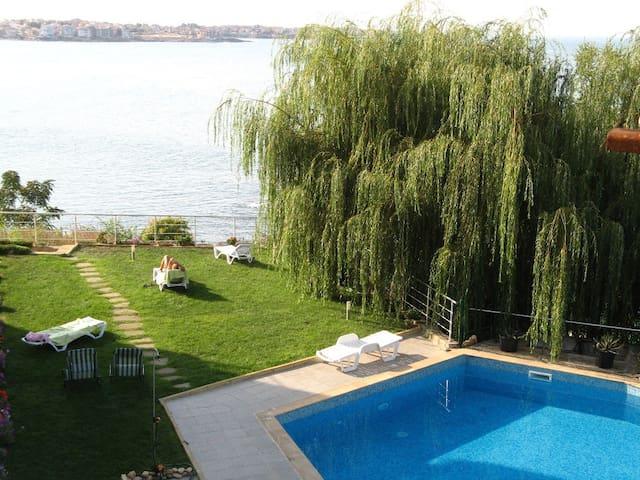 Апартамент с 1 спальней с видом на море! - Burgas - Lägenhet