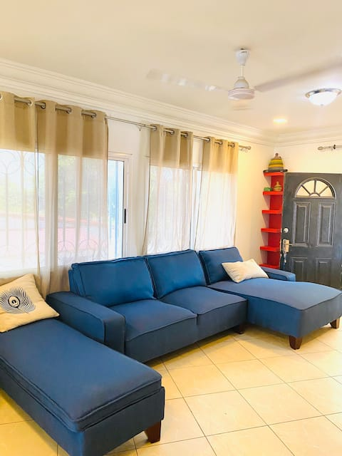Bright Airy 2BDR Apt 2 min Cape  Point Beachille