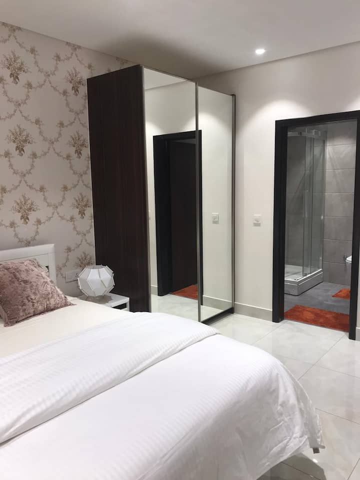 Luxurious 2 bedroom Apartment at Mirage residence