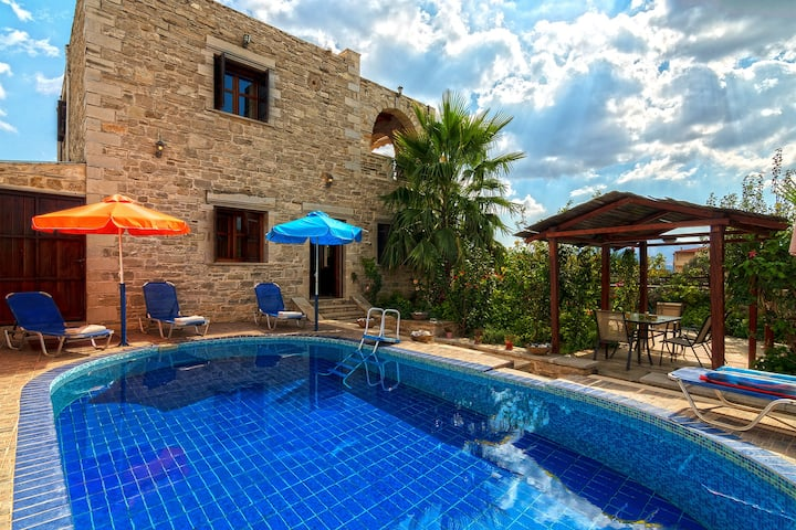 Delightful stone holiday house with Private Pool