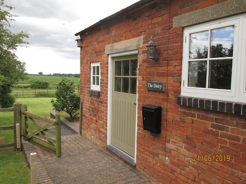 Modern 1 bedroom barn conversion in Edingale
