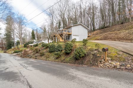 Five Minutes Walk from Main Street Waynesville