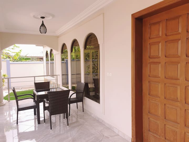 Luxury 2 bedroom Holiday Home,  Accra, East Legon