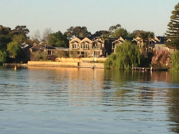 #4 Lakeside Villas Nagambie