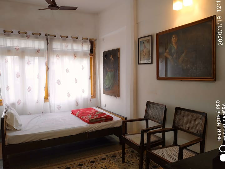 PRANIK 9   COSY STAY 5 MINUTE FROM RAILWAY STATION