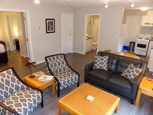 Beautiful 1 Bedroom Suite on Victoria's Westshore - Victoria - Apartemen