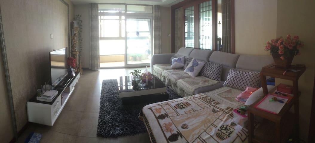 闹市中心的一处幽静,大床和独立卫浴,干净&舒适 - Wuhan Shi - Квартира
