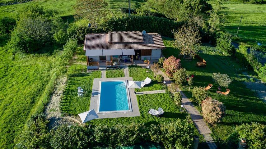 villa con piscina 5 min dal lago intera proprietà - Arlena di Castro - House