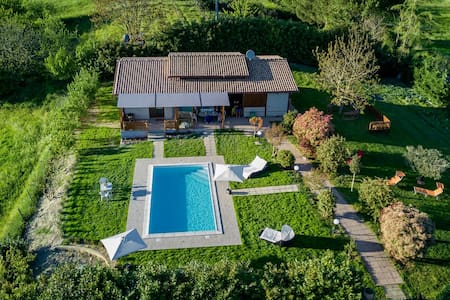 villa con piscina 5 min dal lago intera proprietà - Arlena di Castro - Ház
