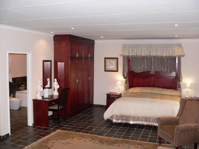 Honeymoon/Presidential Suite